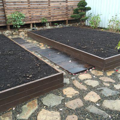 木材を使った菜園